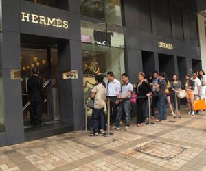 Китайская молодежь увлечена приобретением предметов роскоши